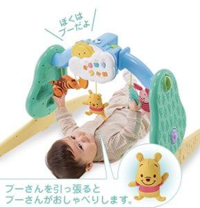 プーさんのメリーで遊び赤ちゃん